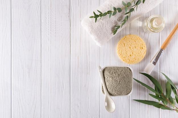 Ingredientes naturais para máscara facial ou corporal caseira ou esfoliação. conceito de spa e cuidados com o corpo. vista do topo
