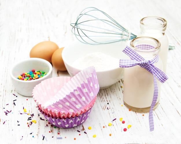 Ingredientes necessários para assar cupcakes