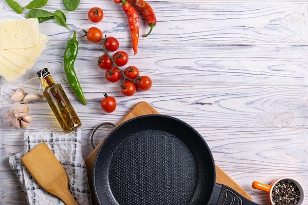 Ingredientes orgânicos frescos na mesa woodent