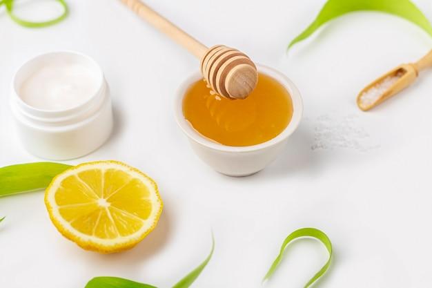 Ingredientes orgânicos naturais para fazer cuidados com a pele em casa. cosméticos de limpeza e nutrição.