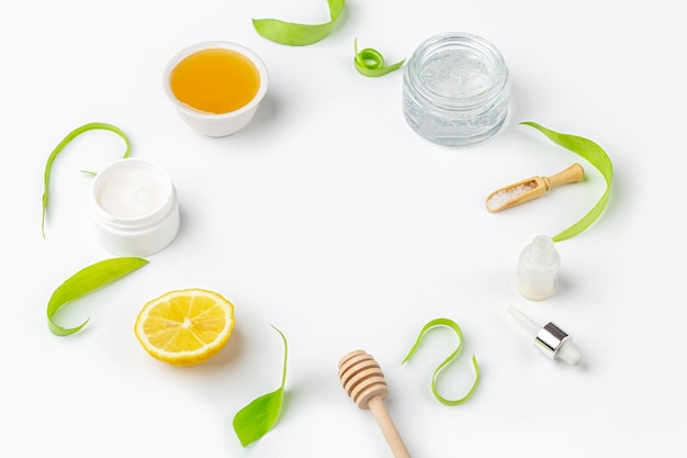 Ingredientes orgânicos naturais para fazer o cuidado da pele em casa. cosméticos de limpeza e nutrição