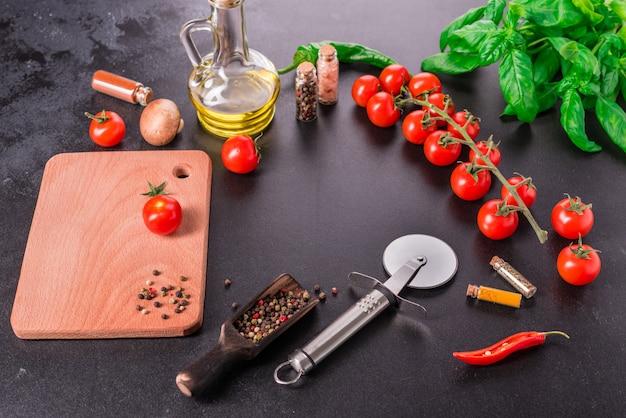 Ingredientes para a preparação de saborosa pizza italiana