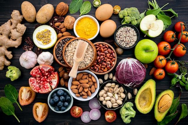Ingredientes para a seleção de alimentos saudáveis.