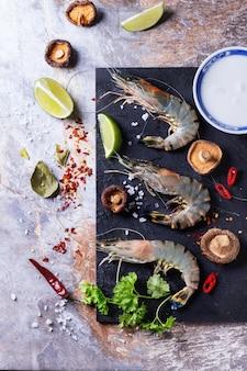 Ingredientes para a sopa tom yam