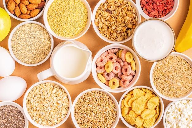 Ingredientes para café da manhã saudável, vista superior.