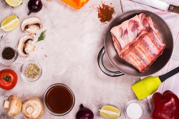 Ingredientes para churrasco sobre pedra