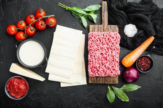 Ingredientes para cozinha italiana de alimentos, com macarrão de lasanha, queijo parmesão e temperos