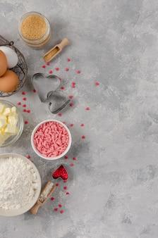 Ingredientes para cozinhar biscoitos para o dia dos namorados