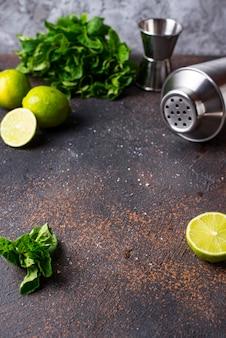 Ingredientes para cozinhar coquetel com abanador