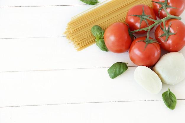 Ingredientes para cozinhar macarrão