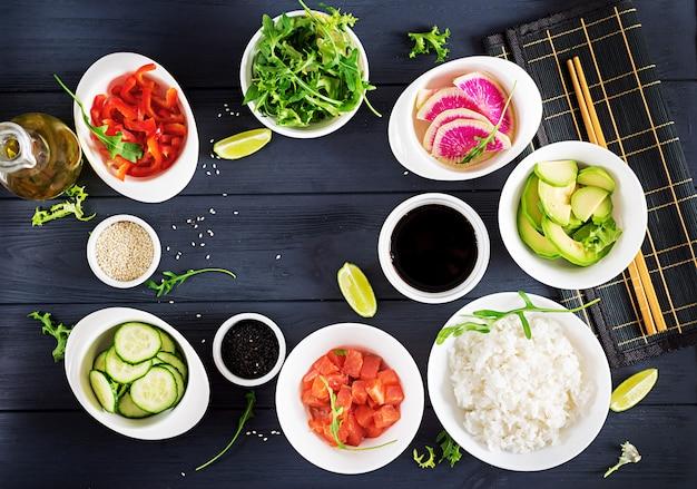 Ingredientes para cozinhar salmão havaiano picar tigela de peixe