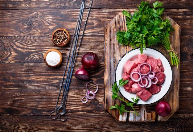 Ingredientes para cozinhar shish kebab ou shashlik