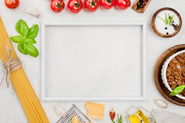 Ingredientes para espaguete à bolonhesa e moldura