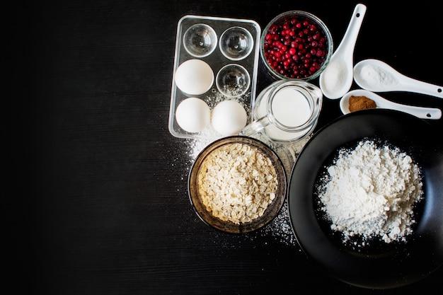 Ingredientes para fazer biscoitos de aveia, vista superior
