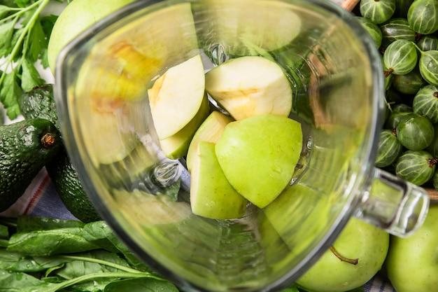 Ingredientes para fazer smoothies verdes saudáveis