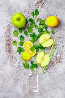 Ingredientes para fazer smoothies verdes