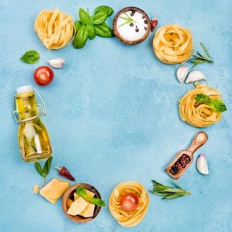 Ingredientes para macarrão com forma de círculo de legumes