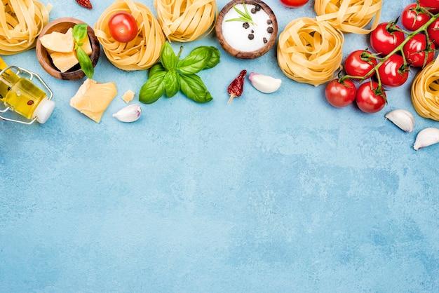 Ingredientes para macarrão com legumes