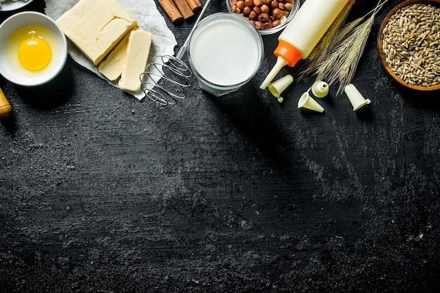Ingredientes para o preparo de biscoitos em mesa rústica