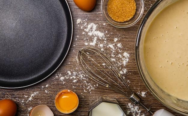 Ingredientes para panquecas, frigideira