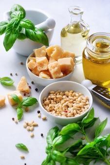 Ingredientes para pesto caseiro