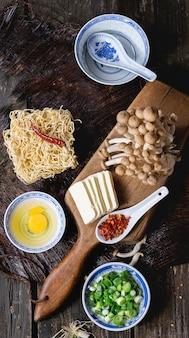 Ingredientes para ramen de sopa asiática