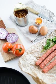 Ingredientes para um pequeno-almoço saudável e orgânico.