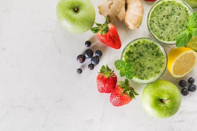 Ingredientes para um saboroso smoothie verde