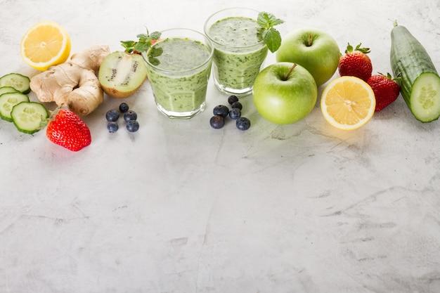 Ingredientes para um smoothie verde