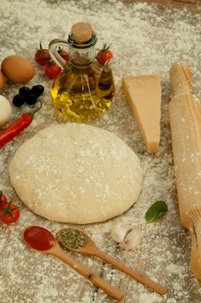 Ingredientes para uma pizza vegetariana