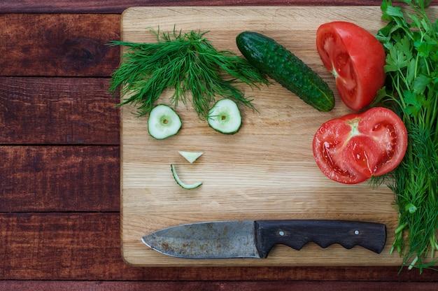 Ingredientes vegetais: tomate, pepino e ervas