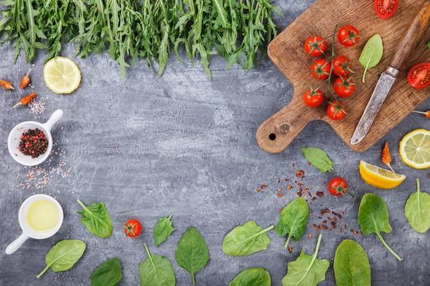 Ingredientes vegetarianos orgânicos, azeite e tempero