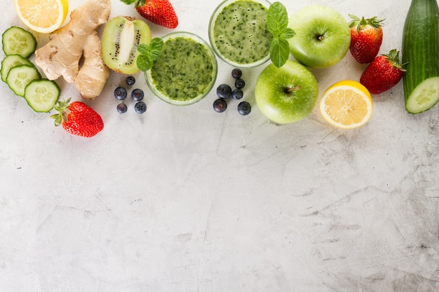 Ingredientes verdes do smoothie
