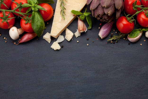 Ingridients orgânicos frescos de receitas mediterranian. conceito de comida saudável