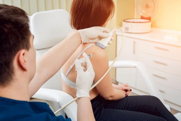 Injeção de plasma rica em plaquetas guiada por ultrassom