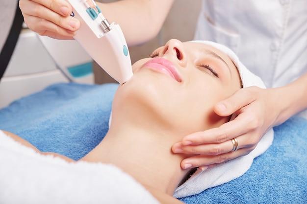 Injeção de reforços na pele