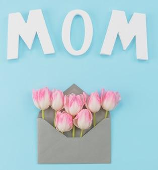 Inscrição com tulipas para o dia da mãe