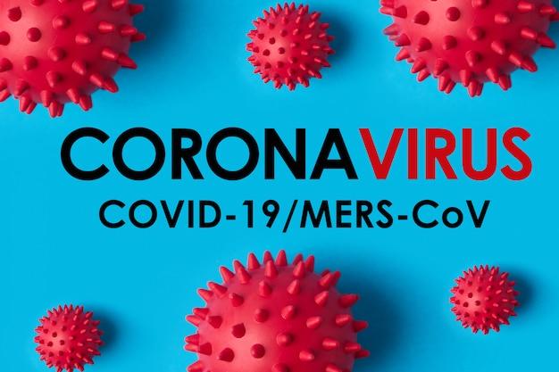 Inscrição coronavirus sobre fundo azul. a organização mundial da saúde (oms) introduziu um novo nome para a doença do vírus 2020, denominada: covid-19 sars, coronaviridae, sars-cov, sarscov, mers-cov