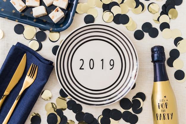 Inscrição de 2019 na placa com lantejoulas