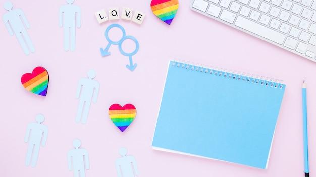 Inscrição de amor com corações, ícones de casais gays e o bloco de notas