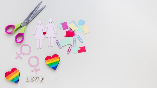 Inscrição de amor com ícones de casal de lésbicas e corações do arco-íris
