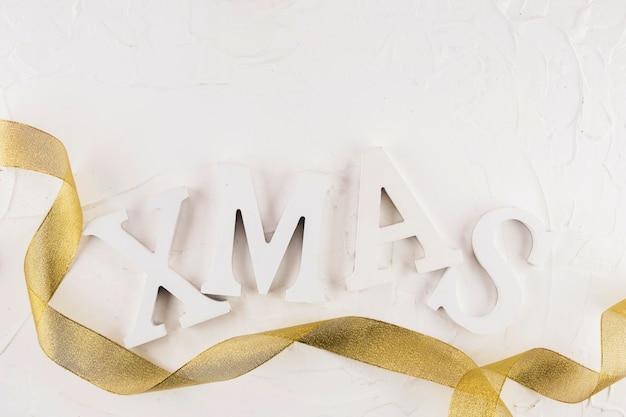 Inscrição de natal com fita de ouro