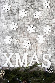 Inscrição de natal com pequenos flocos de neve