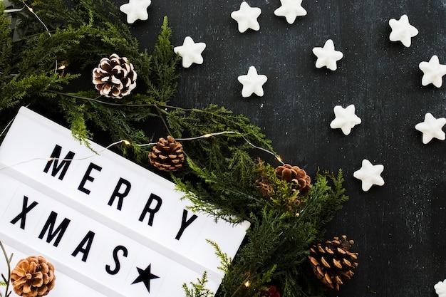 Inscrição de natal feliz a bordo com estrelas