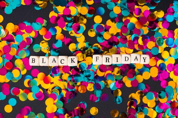 Inscrição de sexta-feira negra em cubos com confete