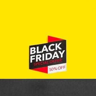 Inscrição de sexta-feira negra em fundo amarelo