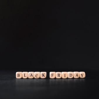 Inscrição de sexta-feira negra em pequenos cubos