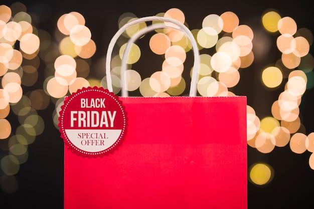 Inscrição de sexta-feira negra no saco de compras de papel