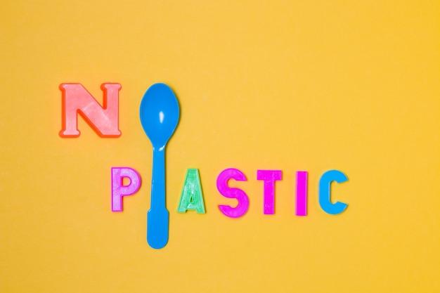 Inscrição sem plástico com uma colher