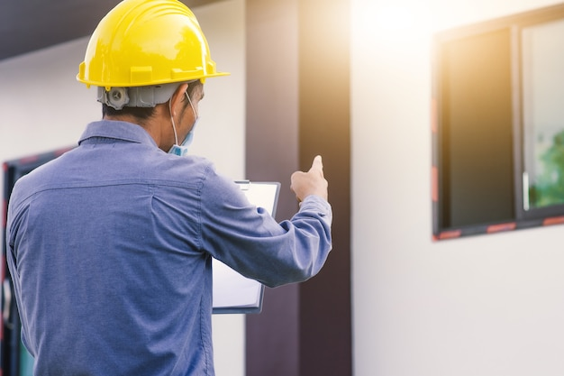 Inspeção de engenharia de engenheiro de arquitetura na construção civil